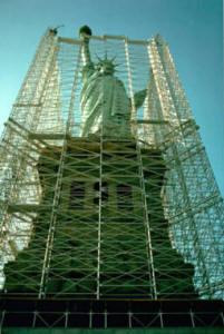 schoonmaak van het Vrijheidsbeeld met baking soda